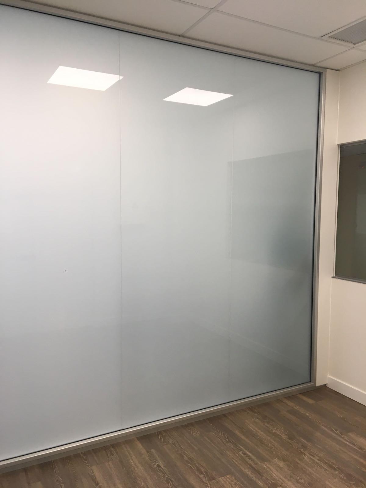 mamparas divisorias de vidrio