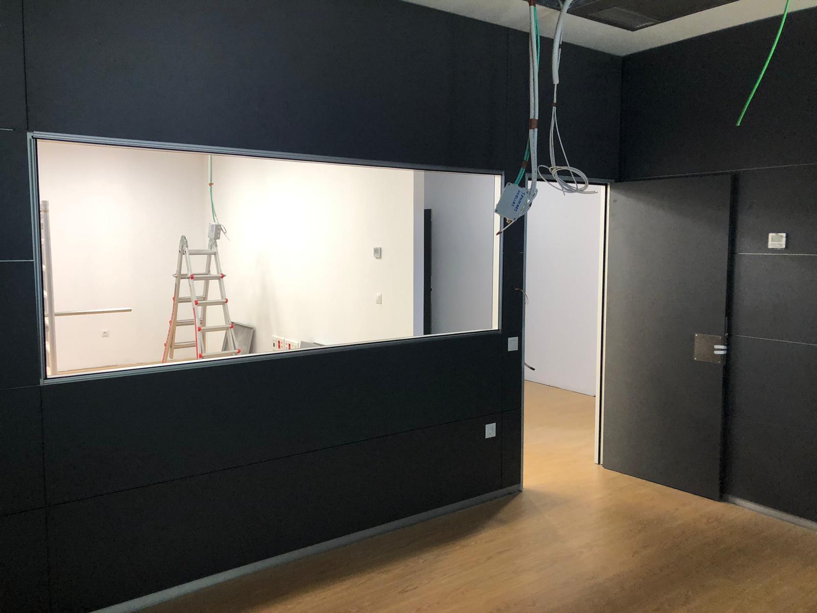 instalación de las mamparas de oficina